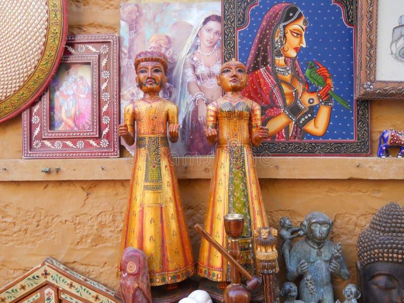 Artesanías de madera del Local de la estatua que hacen a mano fotografía de archivo