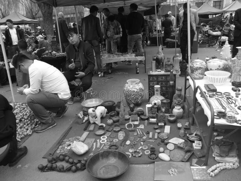 Artesanías tradicionales del este en el mercado del día de fiesta imagen de archivo libre de regalías