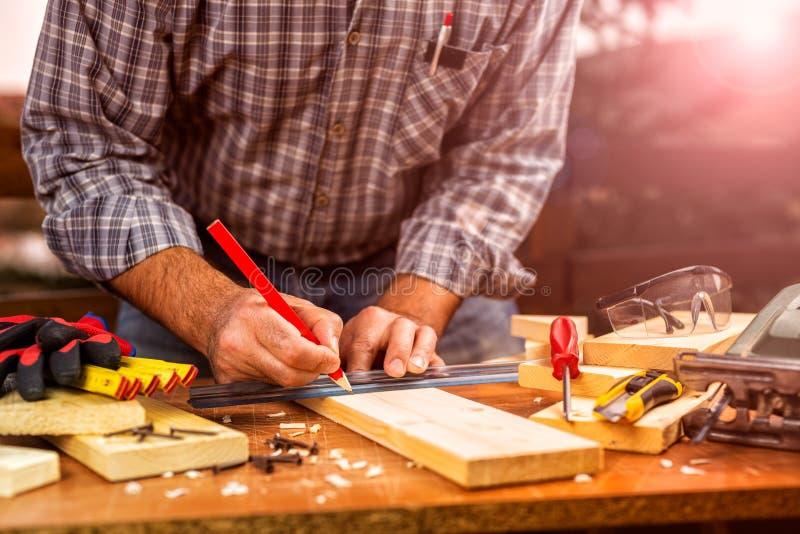 Artesanato em placas de madeira Carpintaria foto de stock