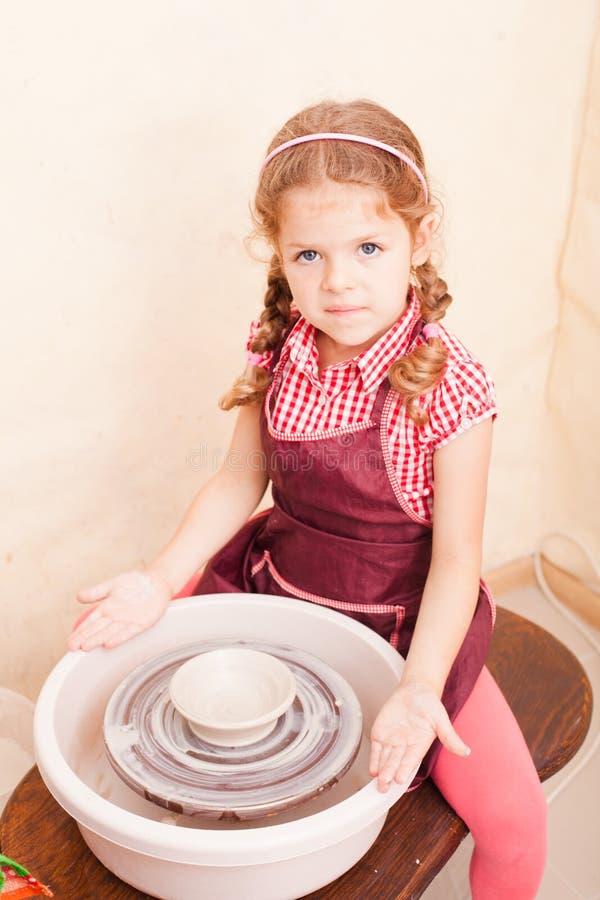 Artesanatos cerâmicos do ` s da criança fotografia de stock royalty free