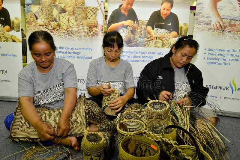 Artesanatos da tecelagem de Penan foto de stock