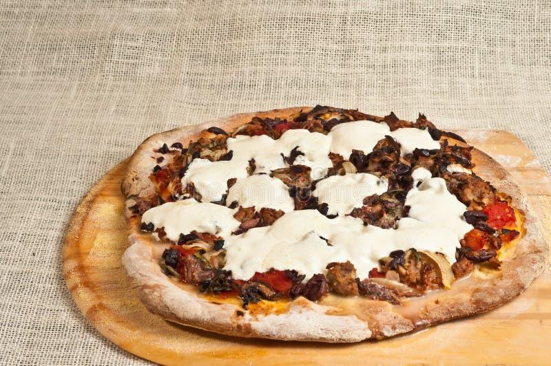 Artesano acabado, pizza cocida, hecha en casa 13 imagen de archivo libre de regalías