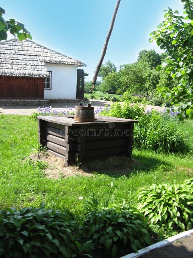 Artesian w Ukraińskiej wiosce dobrze obraz stock