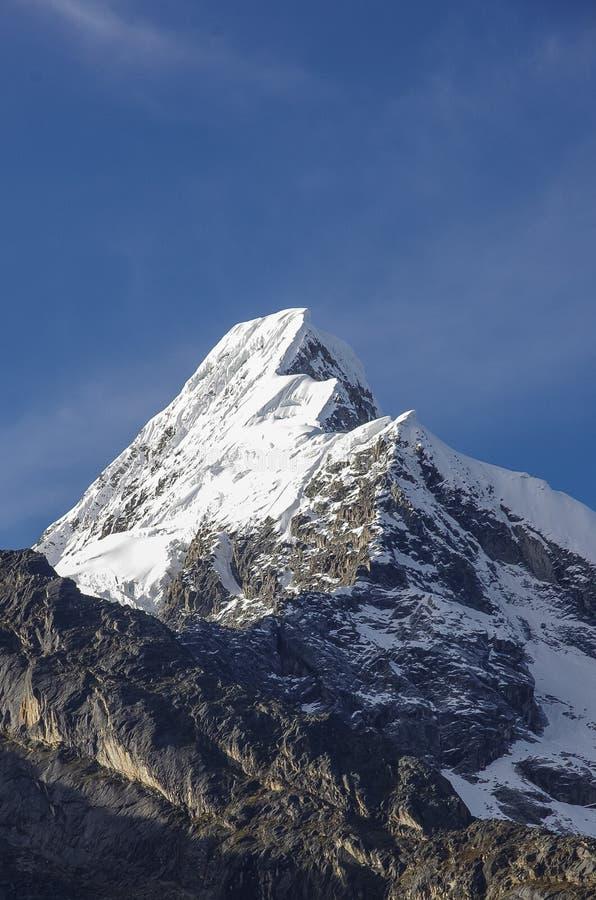 Artesonraju, halny szczyt lokalizować w Cordillera Blanca moun obrazy stock