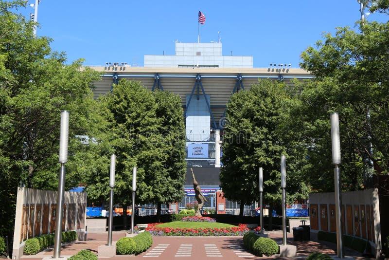 Arthur Ashe Stadium a Billie Jean King National Tennis Center pronta per il torneo di US Open immagini stock