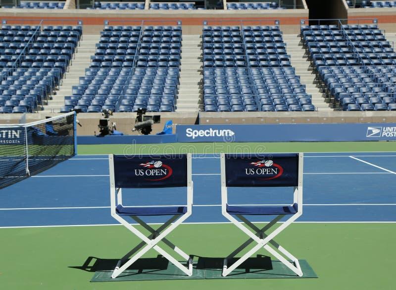 Arthur Ashe Stadium a Billie Jean King National Tennis Center pronta per il torneo di US Open a New York immagini stock