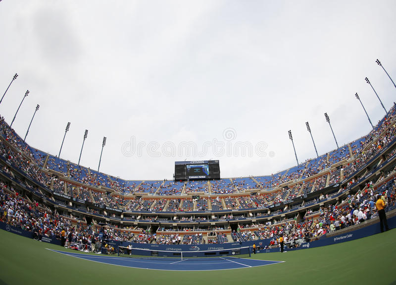 Arthur Ashe Stadium En Billie Jean King National Tennis Center Durante El US Open 2013 Foto de archivo editorial