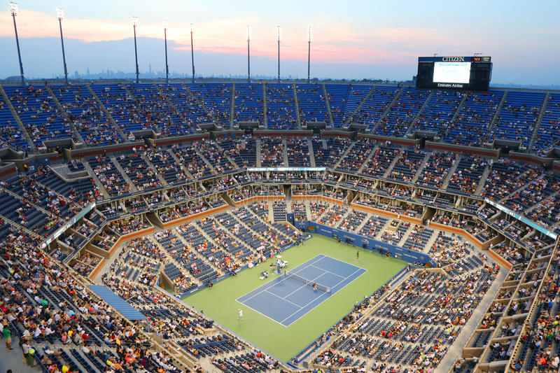 Arthur Ashe Stadium pendant le match 2014 de nuit d'US Open chez Billie Jean King National Tennis Center photos libres de droits
