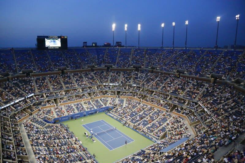 Arthur Ashe Stadium tijdens de gelijke van de US Open 2014 nacht in Billie Jean King National Tennis Center royalty-vrije stock afbeeldingen