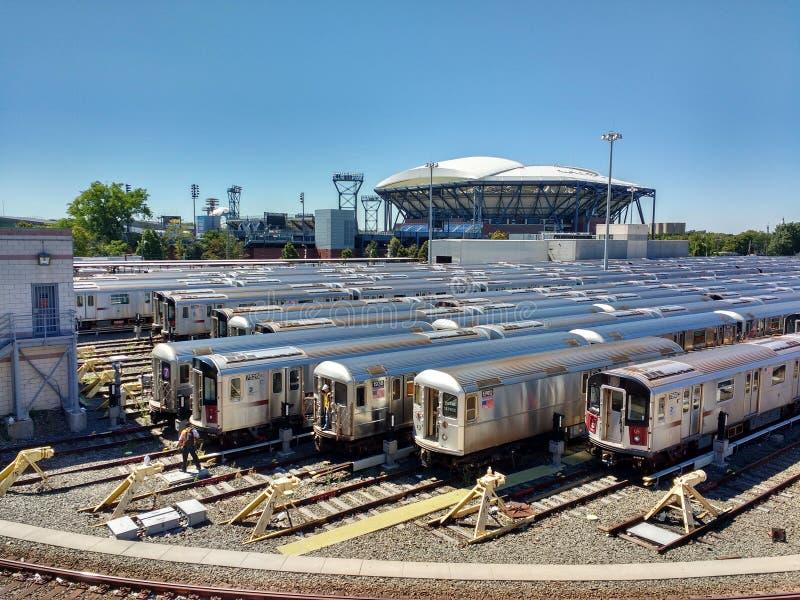 Arthur Ashe Tennis Stadium från Corona Rail Yard, New York, USA arkivfoton