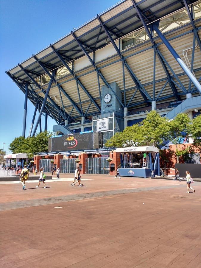 Arthur Ashe Tennis Stadium, limpiando con un chorro de agua, Queens, Nueva York, los E.E.U.U. fotos de archivo