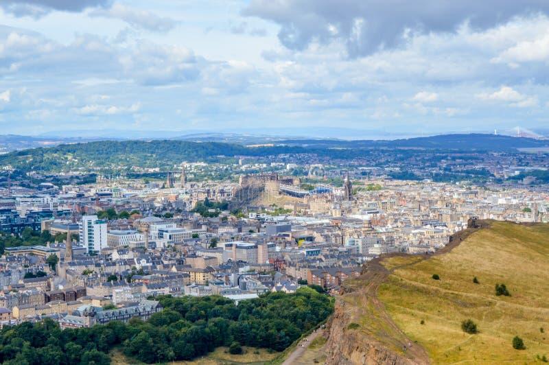 Arthur ` s Seat, Edinburgh, Schotland - de mening van het stadscentrum en het Kasteel van Edinburgh stock fotografie