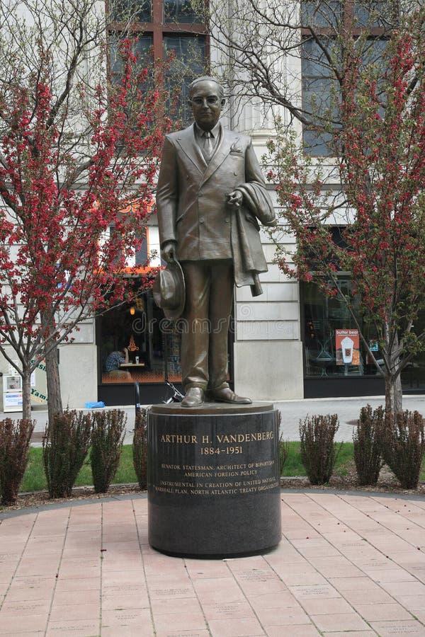 Arthur Vandenberg Statue fotos de stock