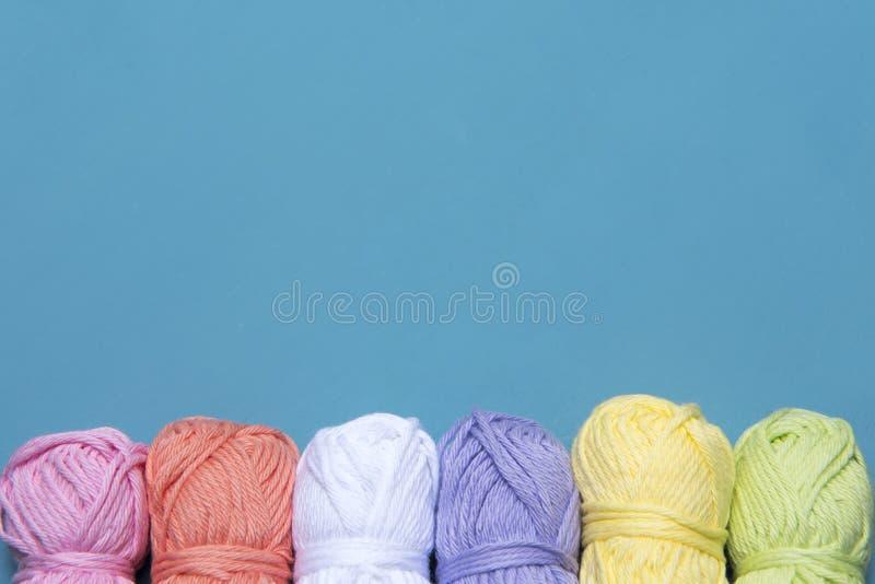 Arti e immagine di sfondo dei mestieri di filato colourful fotografia stock