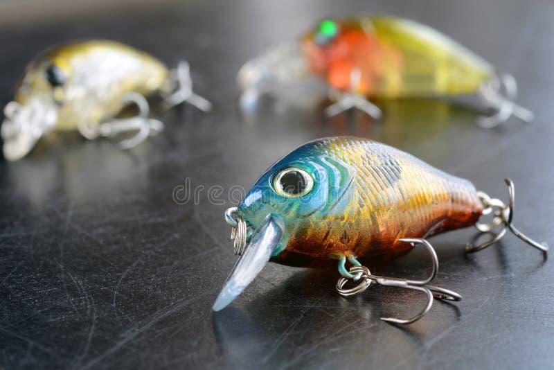 Articles de pêche - pêche, crochets et Wobblers sur le fond photos libres de droits