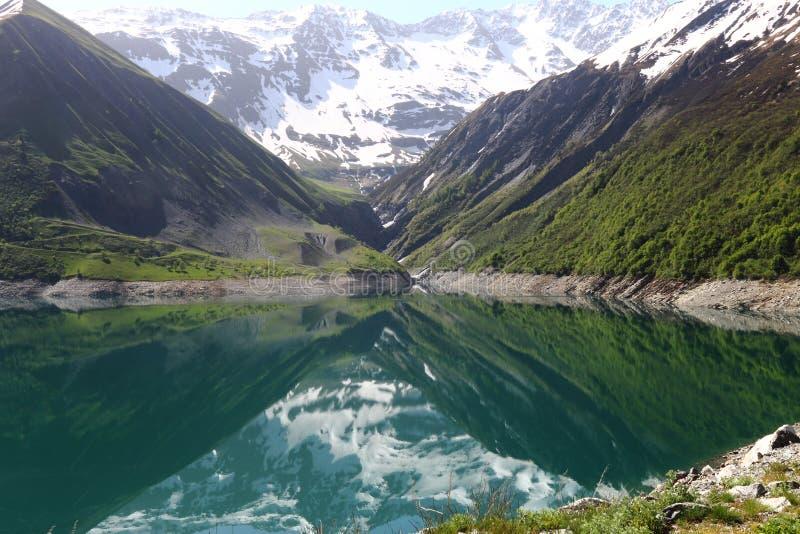 Artificial Lac de Grand-Maison, le Rhône-Alpes, France images libres de droits