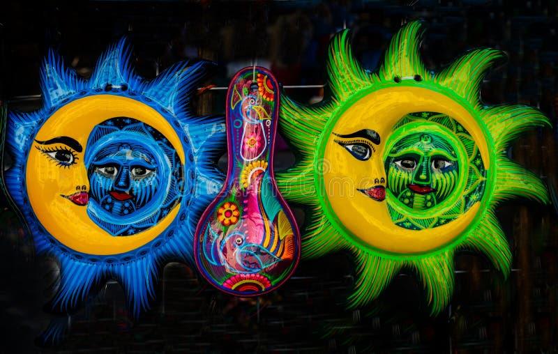 Artigianato ceramico messicano variopinto Oaxaca Juarez Messico del fronte di luna di Sun fotografia stock libera da diritti