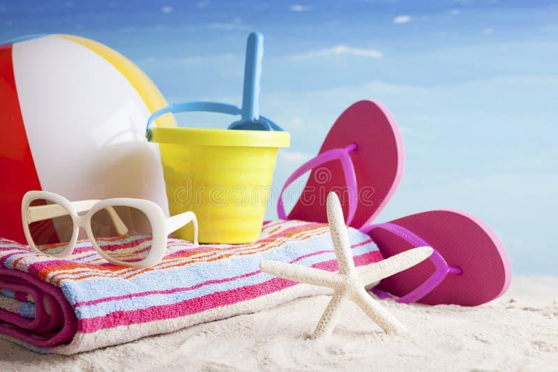 Artigos da praia, fundo das férias foto de stock