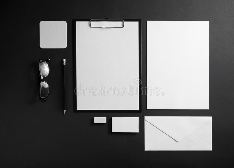 Artigos de papelaria incorporados vazios imagens de stock
