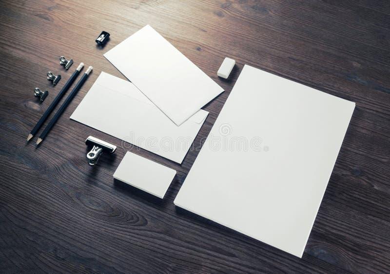 Artigos de papelaria incorporados vazios fotografia de stock royalty free