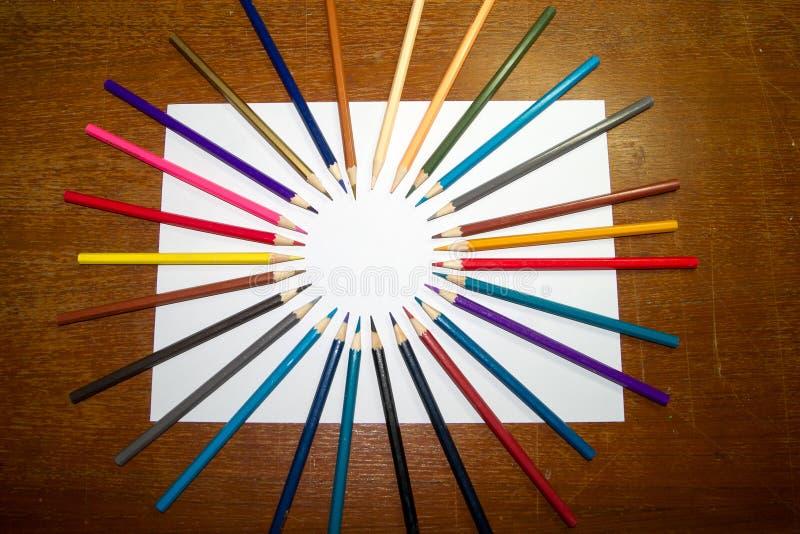 Artigos de papelaria usados para pintar a arte imagem de stock royalty free