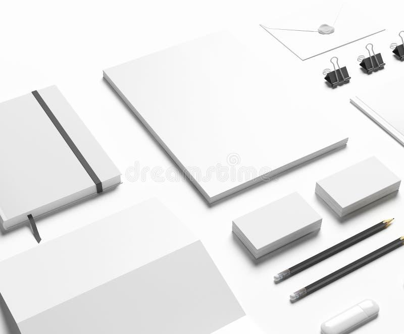Artigos de papelaria vazios ajustados no branco ilustração do vetor