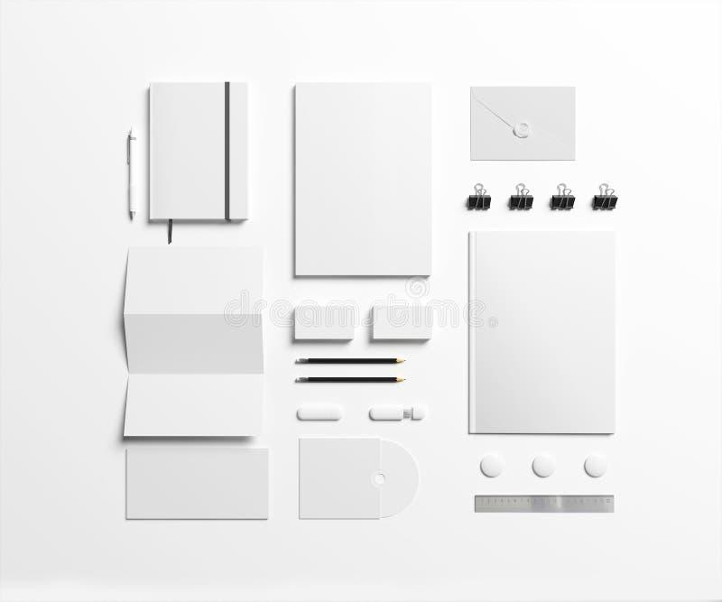 Artigos de papelaria vazios ajustados no branco foto de stock royalty free