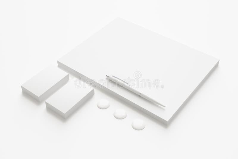 Artigos de papelaria vazios/grupo incorporado da identificação ilustração do vetor