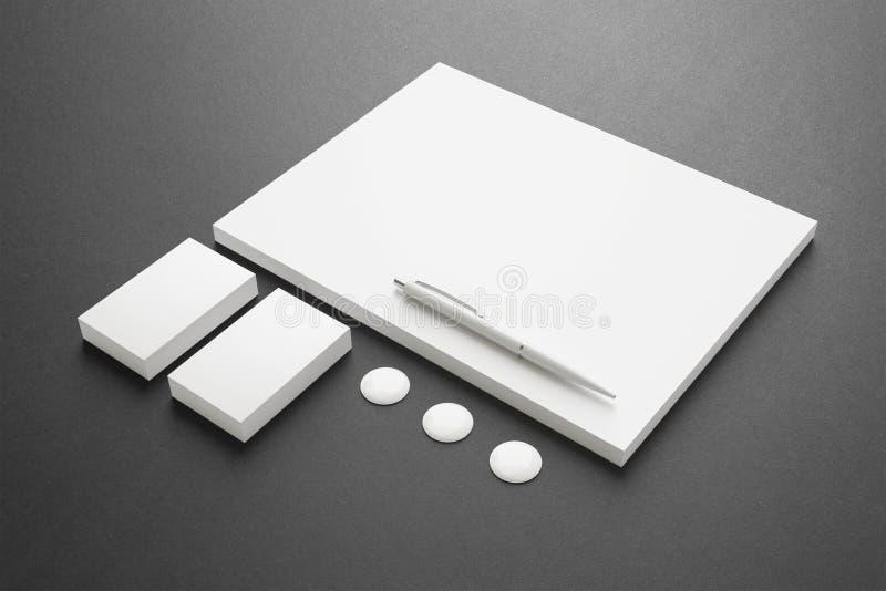 Artigos de papelaria vazios/grupo incorporado da identificação ilustração royalty free