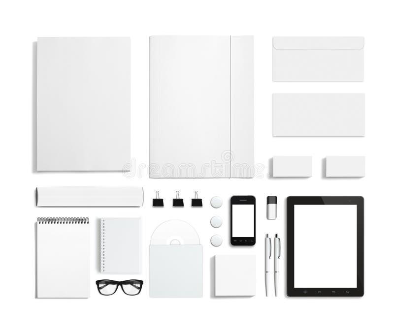 Artigos de papelaria vazios/grupo incorporado da identificação isolado no branco imagens de stock