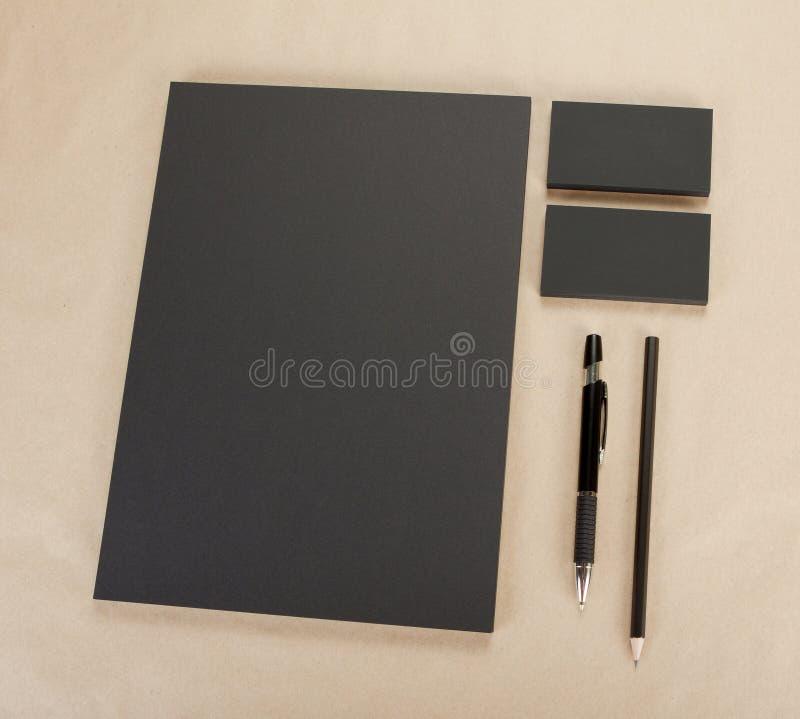 Artigos de papelaria vazios no fundo do cartão Consista no negócio Ca imagem de stock royalty free