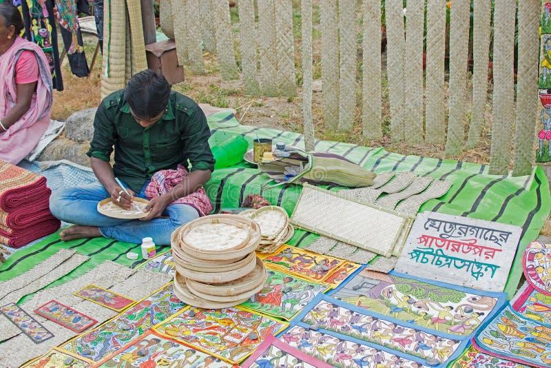 Artigos do artesanato na exposição, Kolkata foto de stock