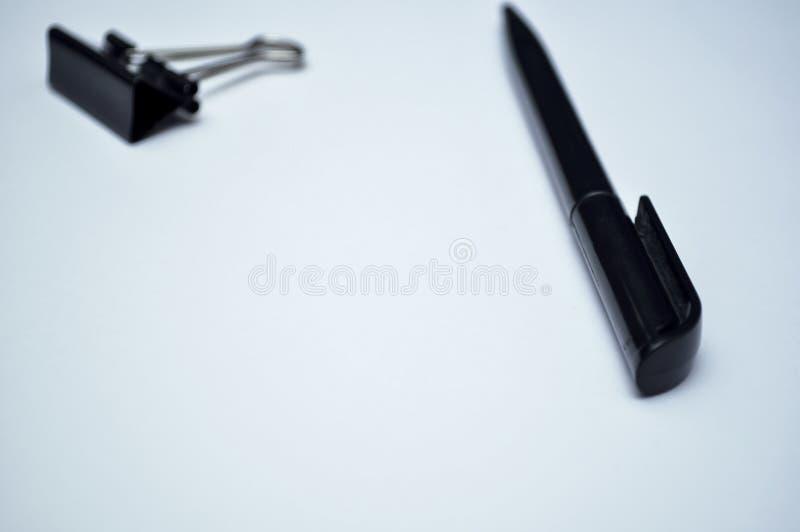Artigos dos artigos de papelaria que encontram-se no desktop Coloque para trabalhar em casa de imagem de stock