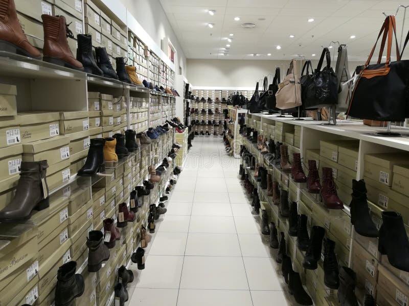 Artigos para mulheres - bolsas e botas fotografia de stock
