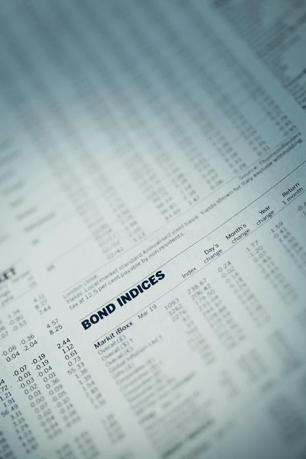 Artikel in de financiële krant. stock foto