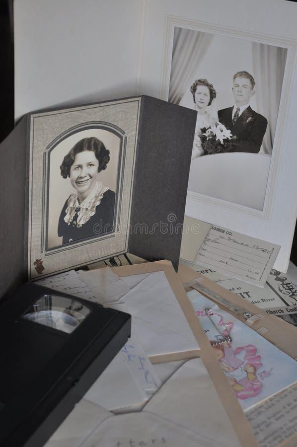 Artiklar av en familjhistoria royaltyfri foto
