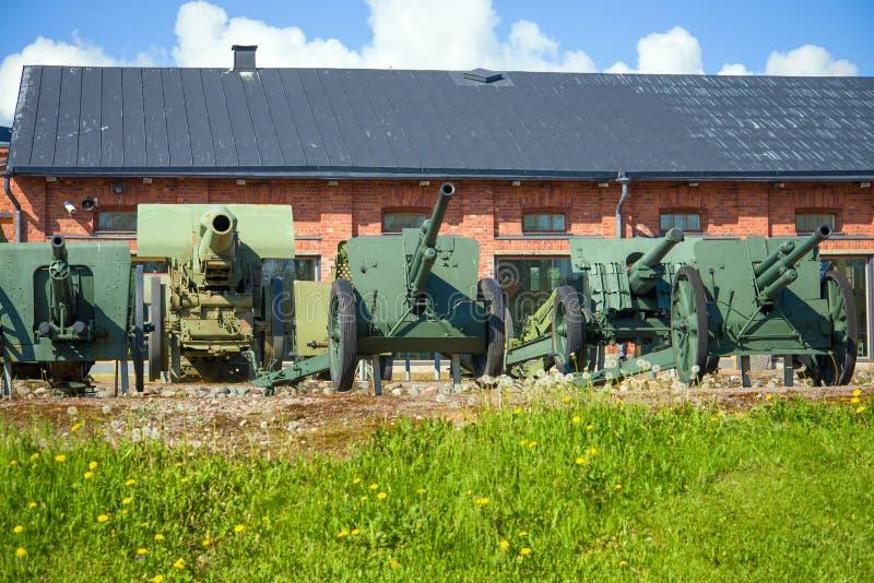 Artillería de la Segunda Guerra Mundial en el museo de la artillería imagenes de archivo