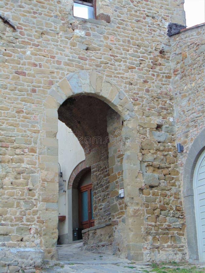 Artimino, Toscana, Italia, turrita turreted della porta-Porta, parete, arco immagine stock