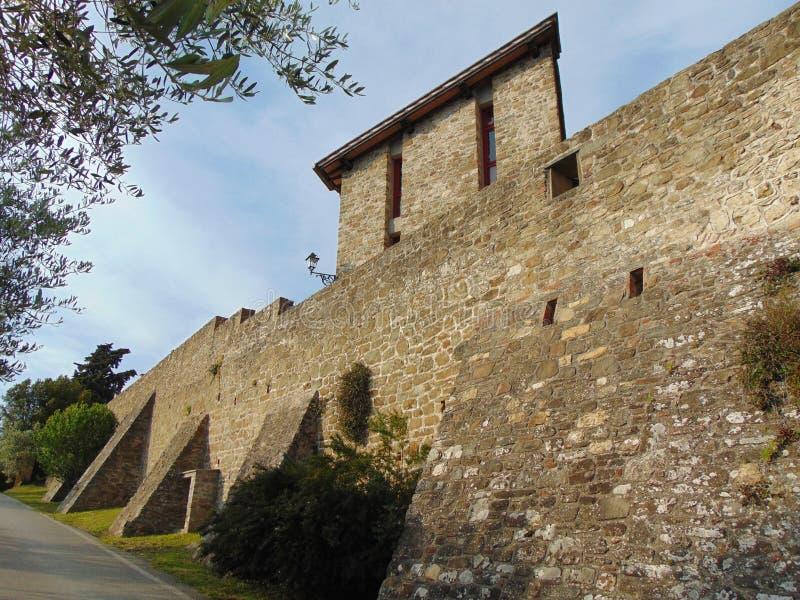 Artimino, Toscanië, Italië, mening van de oude middeleeuwse muren royalty-vrije stock afbeeldingen