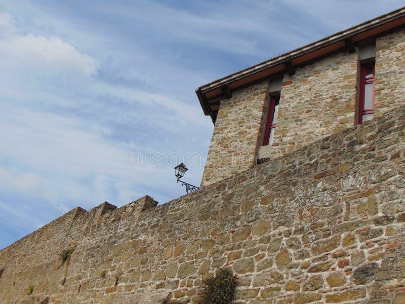 Artimino, Toscanië, Italië, mening van de oude middeleeuwse stadsmuren stock foto