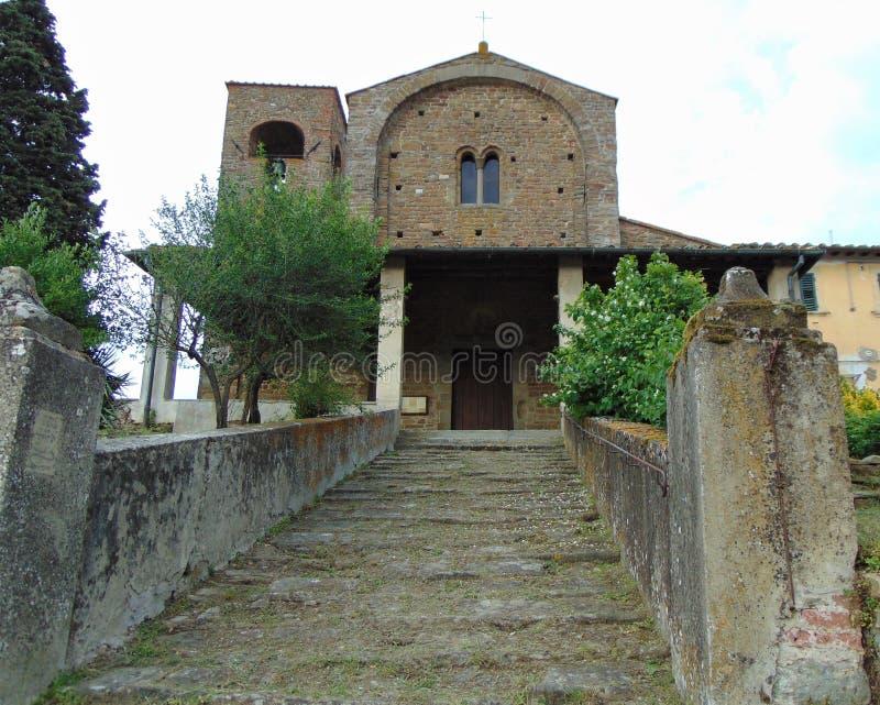 Artimino, Toscani?, Itali? Parochiekerk van Santa Maria en San-Leonardo in Artimino, Pieve Di San Leonardo, de voorgevel van de b stock fotografie