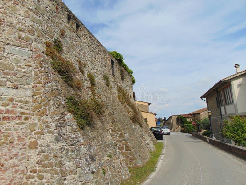 Artimino, Tuscany, W?ochy, ulica miasteczko, widok antyczne ?redniowieczne miasto ?ciany obrazy stock