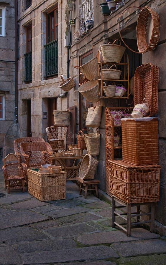 Artisan Basket Weavers na frente da loja imagem de stock royalty free