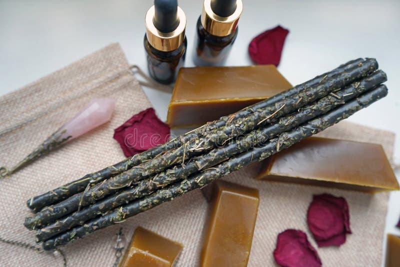 Artisan Beeswax Candlesticks aus reinigen Kräuter stockfotografie