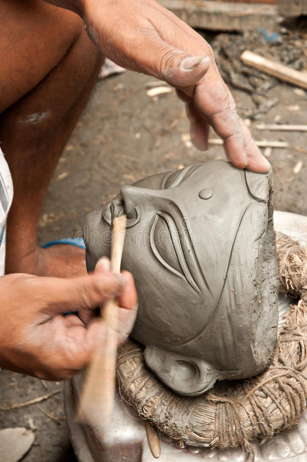 Download Artisan Creating Clay Head Royalty Free Stock Images - Image: 20831699