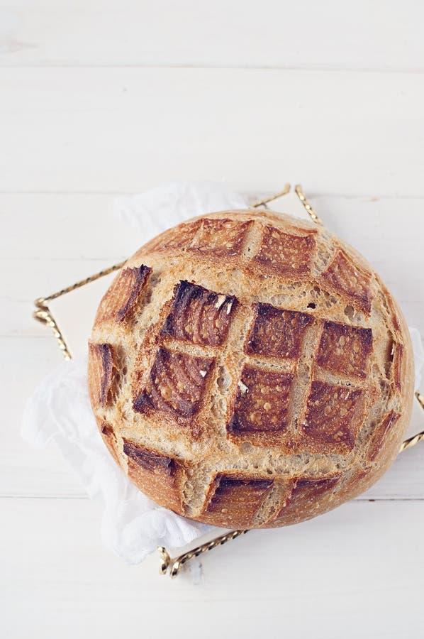Artisanaal brood op schotel royalty-vrije stock fotografie