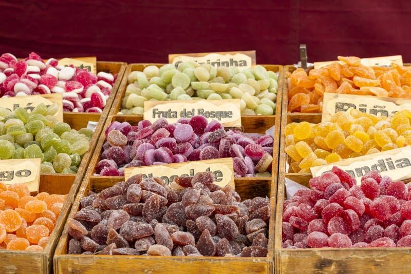 Artisanaal suikergoed in een middeleeuwse markt, Spanje stock foto's