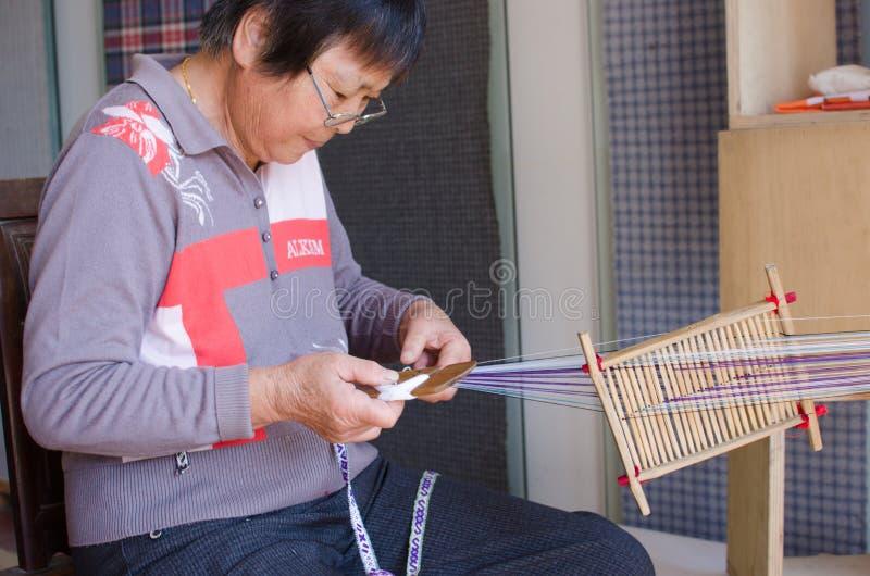 Artisanat folklorique chinois, tissu brut tissé sur métiers à main photos libres de droits