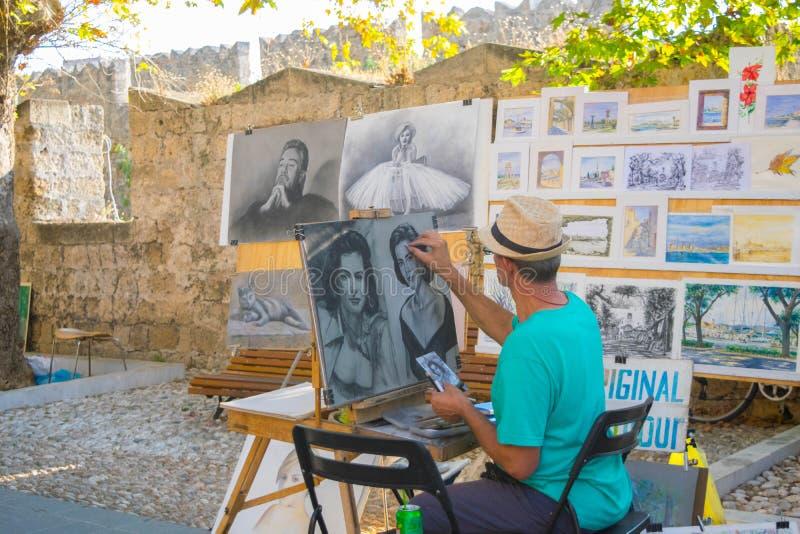 Artista da rua no trabalho imagens de stock