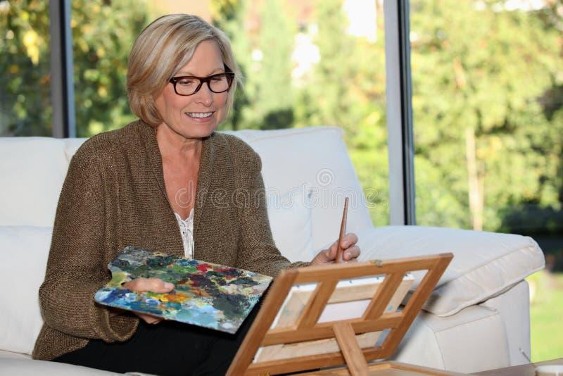 Artista de la mujer en casa fotos de archivo libres de regalías